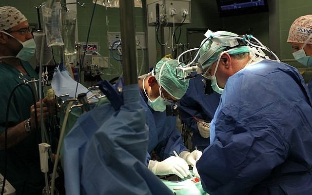 Doctors at Wolfson Medical Center perform open heart surgery (Nati Shohat/Flash90)