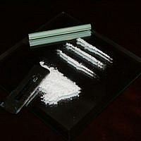 File: Illustrative photo of cocaine (CC BY-SA Valerie Everett, Flickr)