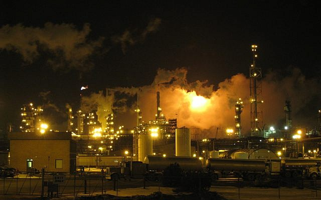Illustrative photo of an oil refinery. (photo credit: CC BY-SA mastermaq, Flickr)