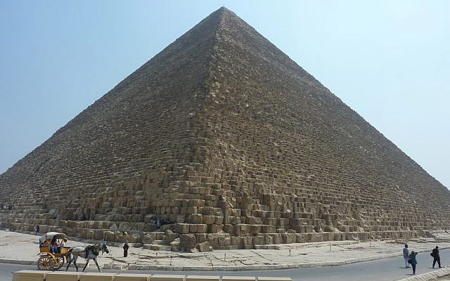 A pyramid at Giza, Egypt, with few tourists, last year. (photo credit: CC BY-SA  HannahPethen, Flickr)