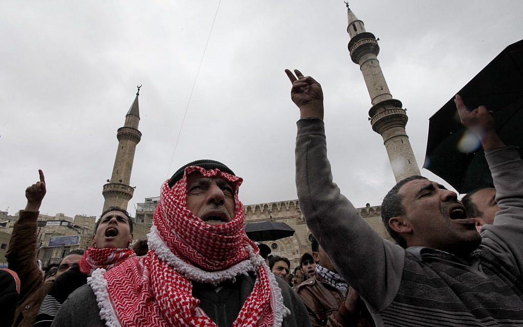 File: Jordanian protesters chant anti-government slogans and demand from King Abdullah II swift political reforms and to end corruption in the kingdom, in Amman, Jordan, Dec. 21, 2012. (AP Photo/Mohammad Hannon)