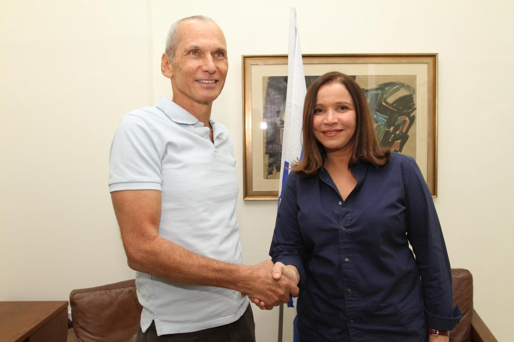 Barlev and Labor leader Shelly Yachimovich. Labor is no longer a party stocked with generals, and Barlev is currently its senior defense figure (Courtesy of Omer Barlev)