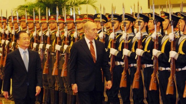 Prime minister Ehud Olmert reviewing an honor guard at the Great Hall of the People in Beijing on January 10, 2007. (Photo credit: FLASH90/AVI OHAYON/ ISRAELI GOVERNMENT PRESS OFFICE)