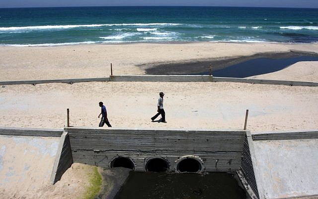 Gazan sewage flowing into the sea. (photo credit: Wissam Nassar/Flash90)