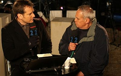Israel Channel 2 anchor Danny Kushmaro (left), and Military Affairs Correspondent Roni Daniel during a live newscast, on January 5, 2009 (photo credit: Kobi Gideon/Flash90)