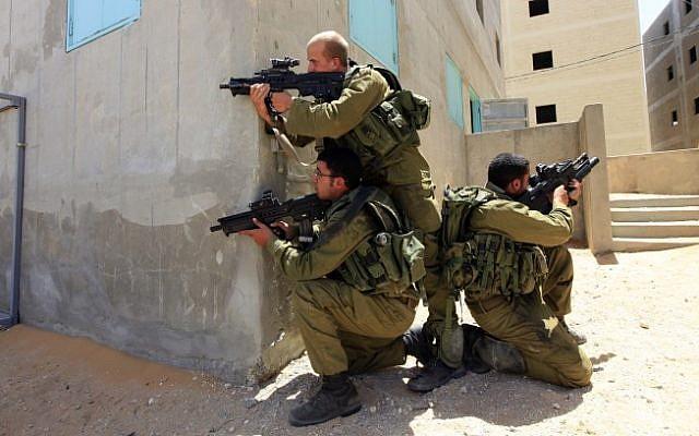 Illustrative photo of IDF soldiers training (Tsafrir Abayov/Flash90)
