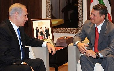 Benjamin Netanyahu, left, meeting with Jordan's King Abdullah II in 2010. (photo credit: Avi Ohayon/GPO/Flash90)
