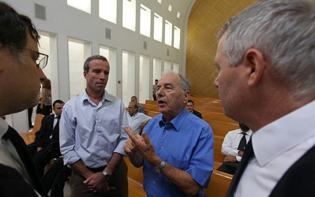 Amnon Rubinstein, center right, with Elazar Stern, center left, at a Supreme Court hearing. (Kobi Gideon/Flash 90)