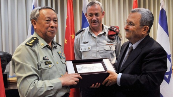 Defense Minister Ehud Barak and IDF Chief of Staff Benny Gantz meet with General Chen Bingde, chief of the General Staff of the Chinese People's Liberation Army, at the Ministry of Defense in Tel Aviv. August 14, 2011. (Photo credit: Ariel Hermoni/Ministry of Defence/FLASH90)