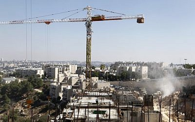 A building site in the Gilo neighborhood in south Jerusalem, October 2, 2011. (Uri Lenz / Flash90)