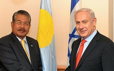 Benjamin Netanyahu, shakes hands with Palau's president Johnson Toribiong . Nov 24 2011. (photo credit: Avi Ohayon/GPO/Flash90)