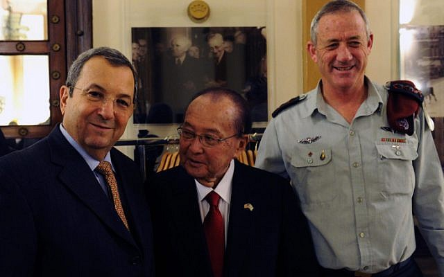 Ex-defense minister Ehud Barak and IDF Chief of Staff Benny Gantz meet with US Sen. Daniel K. Inouye in Jerusalem on January 8, 2012. (photo credit: Ariel Hermoni/Defense Ministry/Flash90)