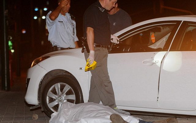 Police at the scene of a murder. (illustrative photo: Yossi Zeliger/Flash90)