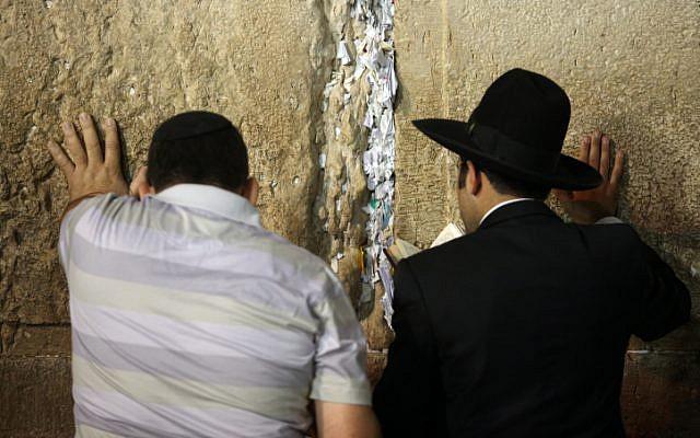 Jewish worshippers pray at Jerusalem's Western Wall (photo credit: Yoav Ari Dudkevitch/Flash90)