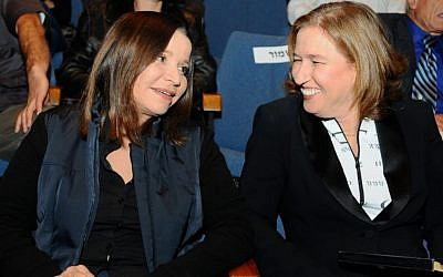 Labor leader Shelly Yachimovich (left) and Hatnua head Tzipi Livni at a conference in November 2-12. (Photo credit: Yossi Zeliger/FLASH90)