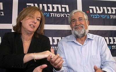 Former Labor Party leader Amram Mitzna announces that he is joining the Hatnua party during a joint press conference with party chairwoman Tzipi Livni in Tel Aviv, on December 2 (photo credit: Gideon Markowicz/Flash90)