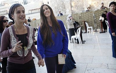 Alanis Morissette visits the Western Wall in Jerusalem's Old City on Sunday (photo credit: Miriam Alster/Flash90)