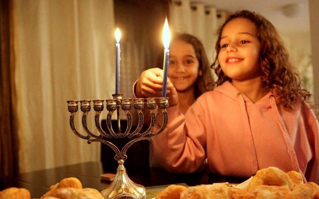 Lighting Hanukkah candles in Jerusalem (photo credit: Edi Israel/Flash90)