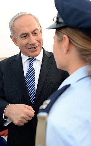 Prime Minister Benjamin Netanyahu chatting with Lt. T, the first religious flight school graduate, on December 27, 2012 (Photo credit: Kobi Gideon/ GPO/ Flash 90)