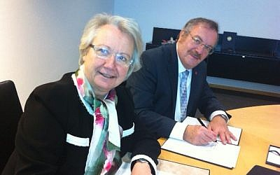 Science and Technology Minister Daniel Hershkowitz signs a scientific cooperation agreement with German Minister of Education and Research Annette Schavan in Berlin on Thursday, December 6 (photo credit: Ron Jacoby, courtesy Ministry of Science and Technology)
