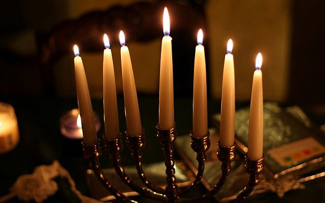 A New Jersey synagogue organized the lighting of 834 menorahs in an attempt to set a new world record. (Photo credit: CC BY/Skpy via Flickr.com)