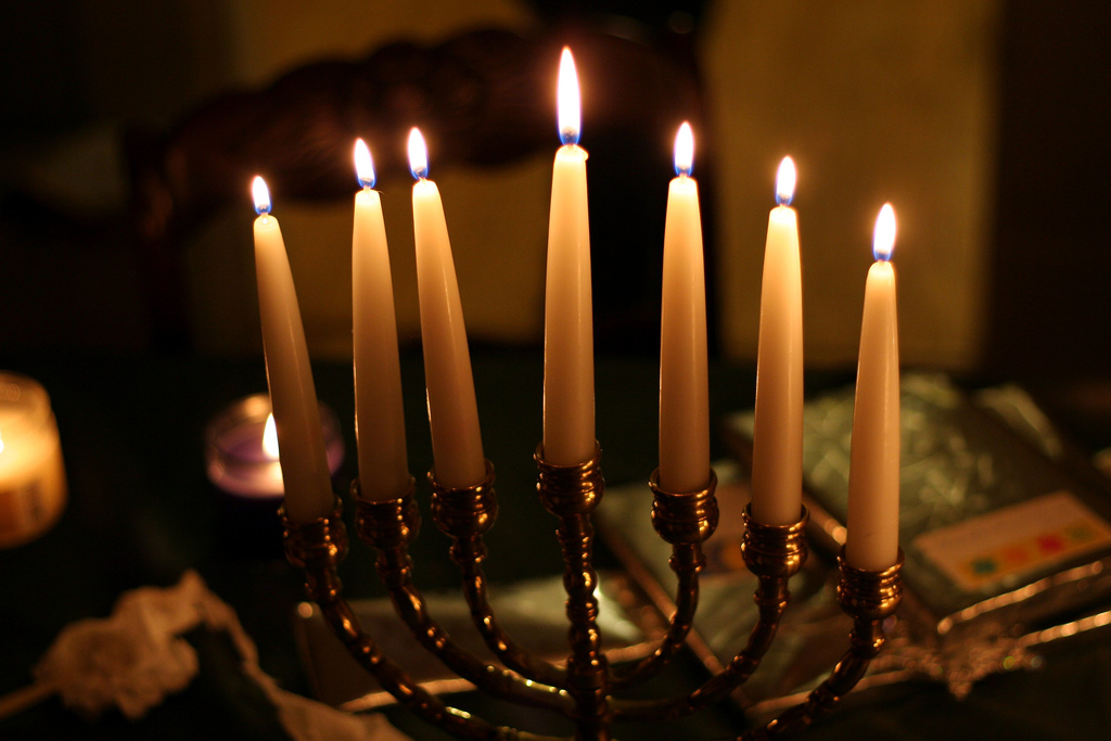 A New Jersey Synagogue Organized The Lighting Of 834 Menorahs In An Attempt  To Set A Ideas