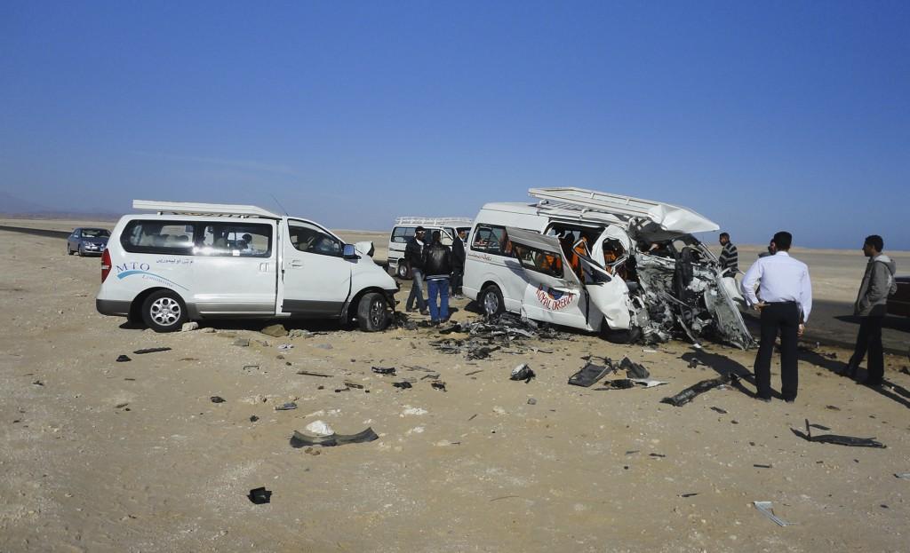 5 Germans, 3 Egyptians dead in crash near Red Sea resort