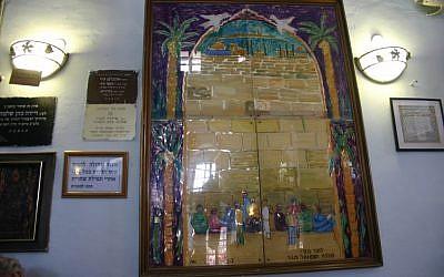 Painting by Ziona Tajar, Abuhov Synagogue (photo: courtesy Shmuel Bar-Am)