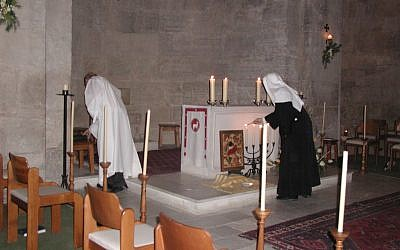 Nuns at the altar during a mass, Church of the Resurrection (photo: courtesy Shmuel Bar-Am)