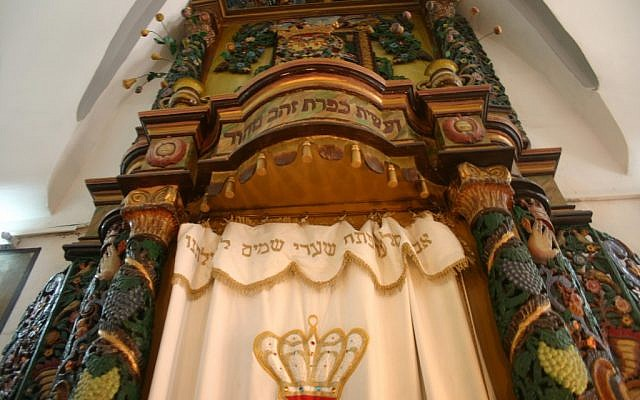 Stunning colored pillars at the Ha'ari Synagogue, Safed (photo: courtesy Shmuel Bar-Am)