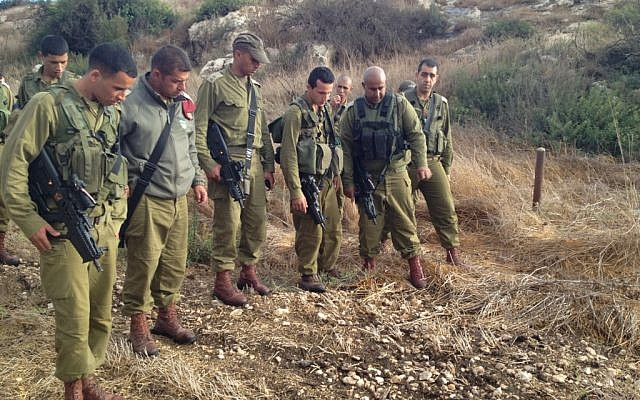 Lt. Col. Hassan, center, instructing the trackers (Photo credit: Courtesy: IDF Spokesperson's Office)