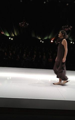 The brown linen look of Kedem Sasson (photo credit: Jessica Steinberg/Times of Israel)