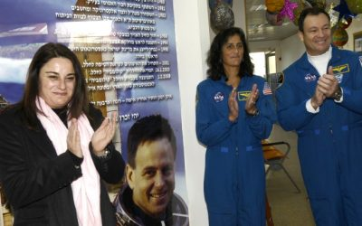 Rona Ramon (left) visits a school in Modiin named after her husband, Ilan Ramon, along with two NASA astronauts in February 2008 (photo credit: Flash90)
