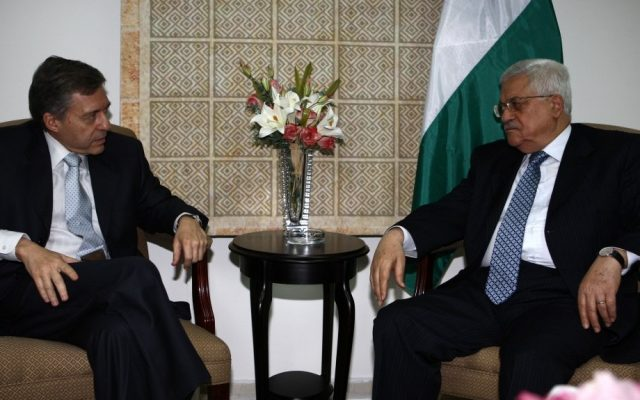 Yossi Beilin meets with Palestinian Authority President Mahmoud Abbas in Ramallah, August 2008. (photo credit: Omar Rashidi/Flash90)