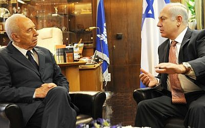 Four years ago: Then prime minister-designate Benjamin Netanyahu meets with President Shimon Peres to discuss forming a governing coalition, March 20, 2009 (photo credit: Avi Ohayon/GPO/Flash 90)