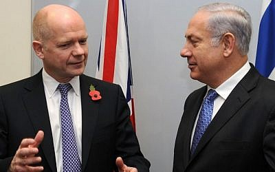 British Foreign Secretary William Hague (left) and Benjamin Netanyahu in 2010 (photo credit: Moshe Milner/GPO/Flash90)