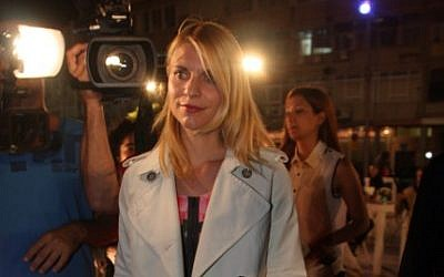 Claire Danes, lead actress in 'Homeland,' arrives at a premiere of the first episode of the second season of the Israeli drama 'Hatufim' ('Prisoners of War'), on which Homeland is based, in Tel Aviv, May 19, 2012. (photo credit: Roni Schutzer/Flash90)