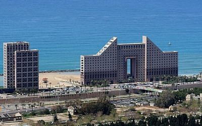 View of the Leonardo hotel on the beachside of Haifa (Moshe Shai/FLASH90)