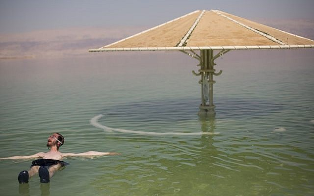 Floating on the Dead Sea (photo credit: Yonatan Sindel/Flash90)