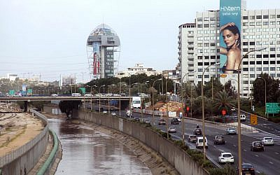Flooding near the Ayalon highway in Tel Aviv due to heavy rain and storms, January 7, 2013. (photo credit: Gideon Markowicz/Flash90)