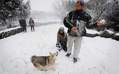 Israelis play in the snow in the Golan Heights (photo credit: Flash90)
