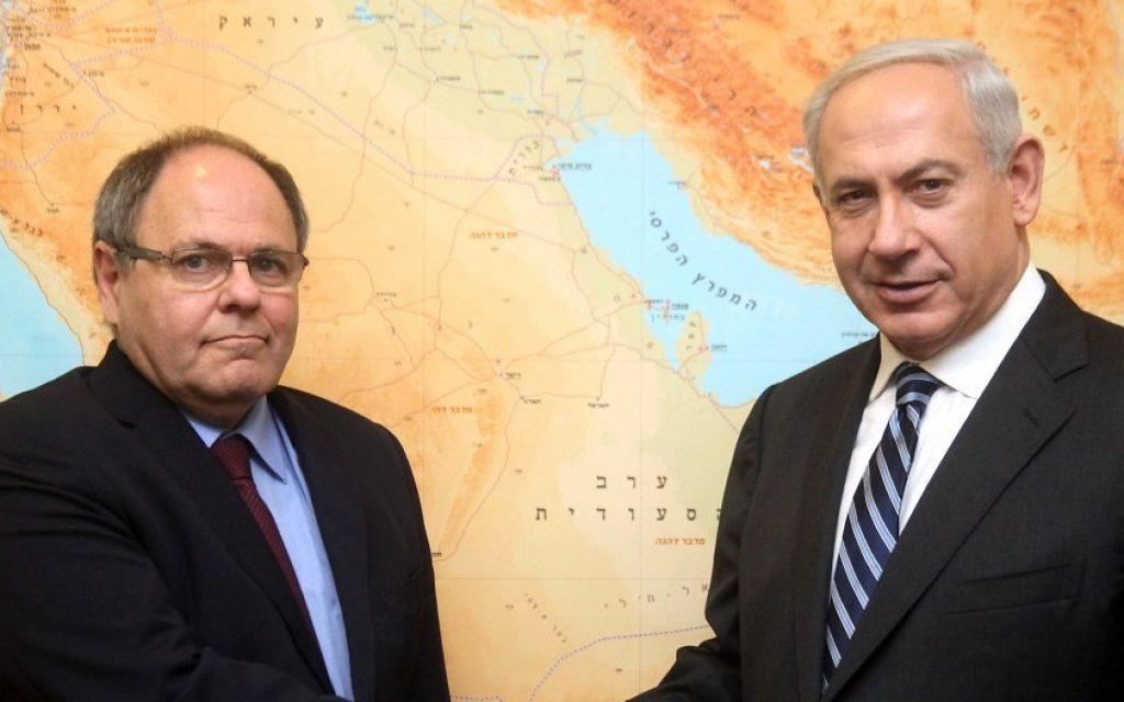 Prime Minister Benjamin Netanyahu meets with Dani Dayan, the former head of the Yesha settler's council, January 9, 2013. (Gideon Markowicz/Flash90)