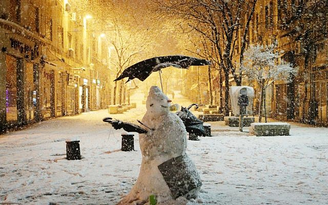 A snowman doing his best Fred Astaire. (photo credit: Nati Shohat/Flash90)