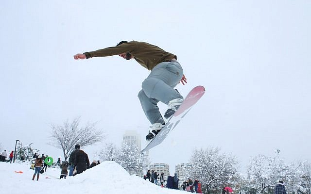 Snowboarding in Sacher Park, Jerusalem, Thursday, January 10, 2013 (photo credit: Flash90)