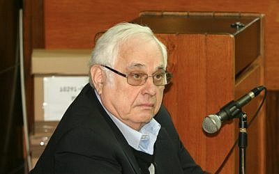 Morris Talansky testifies against former prime minister Ehud Olmert in the Holyland trial before Tel Aviv District Court. January 20 2013. (photo credit /FLASH90)