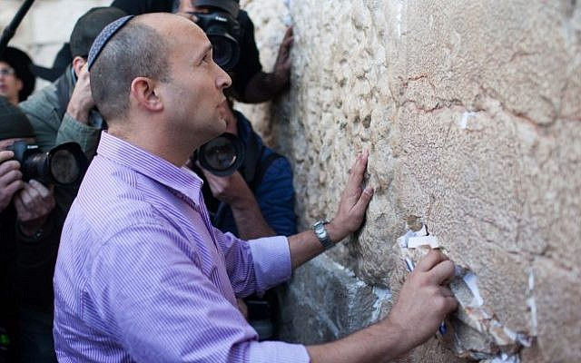 Jewish Home leader Naftali Bennett prays at the Western Wall in Jerusalem on January 21, 2013, a day before the elections. (photo credit: Yonatan Sindel/Flash90)