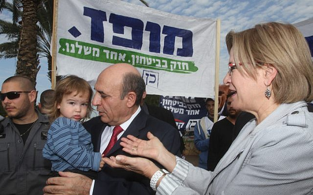 Kadima chairman Shaul Mofaz and his wife arrive at a polling station in Kohav Yair to cast their votes on Tuesday, January 22 (photo credit: Flash90)