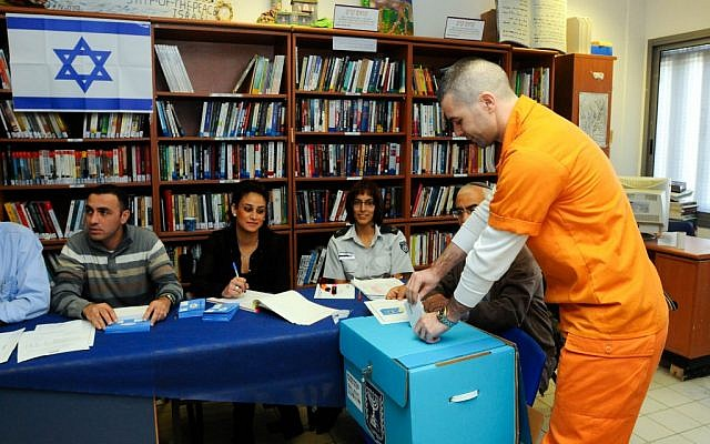A prisoner casts his ballot at Rimonim prison near the Israeli city of Ra'anana, Tuesday, January 22, 2013 (photo credit: Yossi Zeliger/Flash90)