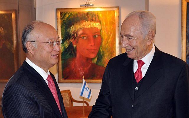 President Shimon Peres (R) meets with Yukiya Amano, director general of the International Atomic Energy Agency (IAEA), at the World Economic Forum in Davos, Switzerland (photo credit: President Spokesman/GPO/Flash90)