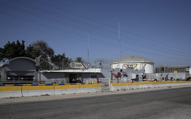 The entrance to the Paz Refinery in the Port city of Ashdod, Saturday, Jan. 26, 2013 (photo credit: Tsafrir Abayov/Flash90)